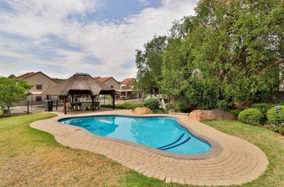 Property For Rent in Paulshof, Sandton